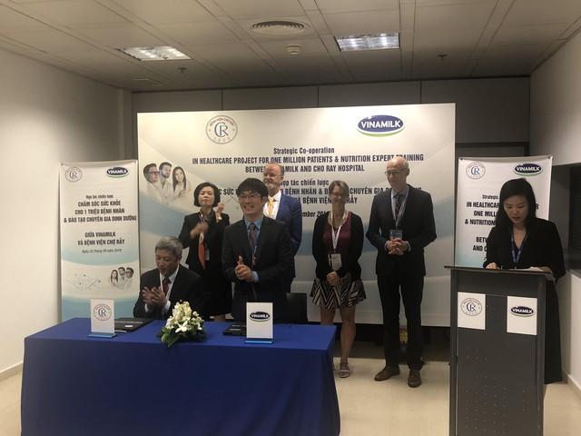 Vinamilk bắt tay với Bệnh Viện Chợ Rẫy phát triển các giải pháp dinh dưỡng mang tầm quốc tế cho người bệnh, người cao tuổi - Ảnh 2.