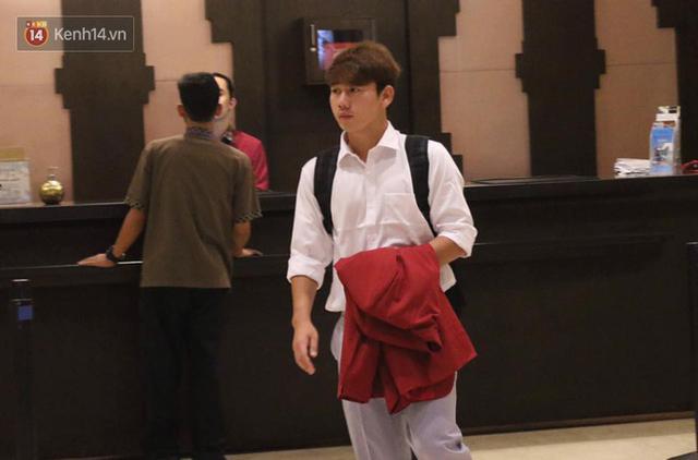 Dàn sao Olympic Việt Nam nén nỗi buồn, sắp xếp hành lý lên đường về nước - Ảnh 2.