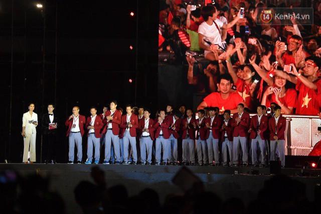Nhiều khoảnh khắc ấn tượng trong lễ vinh danh đoàn thể thao Việt Nam trở về từ ASIAD 2018 - Ảnh 2.
