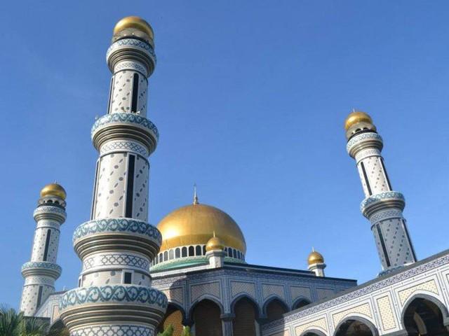 Có gì bên trong thủ đô giàu có của Brunei, nơi tiền dầu là nguồn chi trả cho tất cả mọi thứ và gần một nửa dân số sống trong một ngôi làng nổi - Ảnh 3.