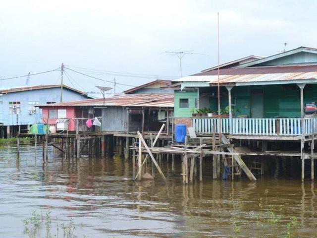 Có gì bên trong thủ đô giàu có của Brunei, nơi tiền dầu là nguồn chi trả cho tất cả mọi thứ và gần một nửa dân số sống trong một ngôi làng nổi - Ảnh 9.