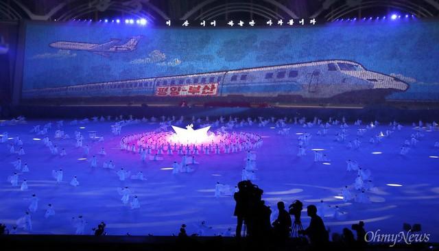 Chùm ảnh lịch sử: Khi Tổng thống Hàn Quốc phát biểu trước hàng trăm nghìn người dân Triều Tiên - Ảnh 10.