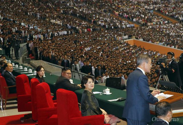 Chùm ảnh lịch sử: Khi Tổng thống Hàn Quốc phát biểu trước hàng trăm nghìn người dân Triều Tiên - Ảnh 2.