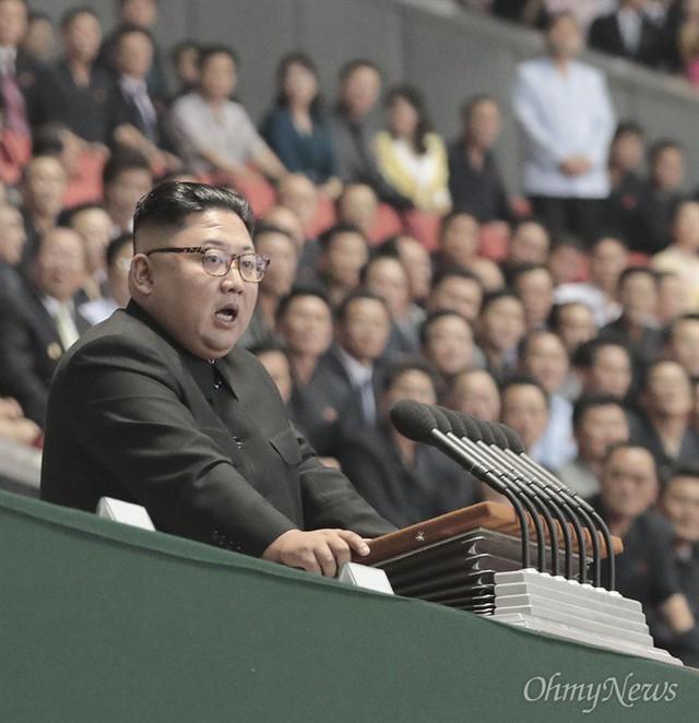 Chùm ảnh lịch sử: Khi Tổng thống Hàn Quốc phát biểu trước hàng trăm nghìn người dân Triều Tiên - Ảnh 3.