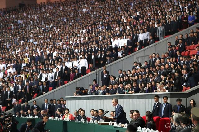 Chùm ảnh lịch sử: Khi Tổng thống Hàn Quốc phát biểu trước hàng trăm nghìn người dân Triều Tiên - Ảnh 4.