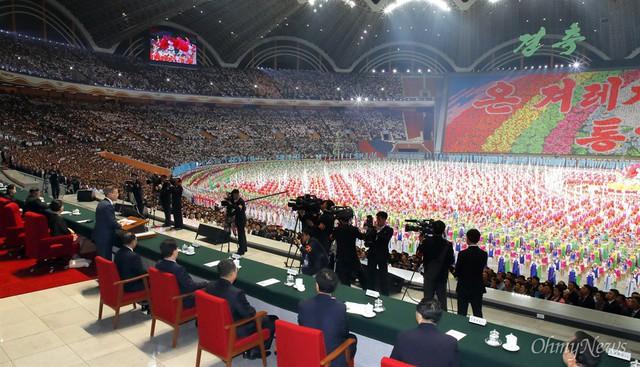 Chùm ảnh lịch sử: Khi Tổng thống Hàn Quốc phát biểu trước hàng trăm nghìn người dân Triều Tiên - Ảnh 5.