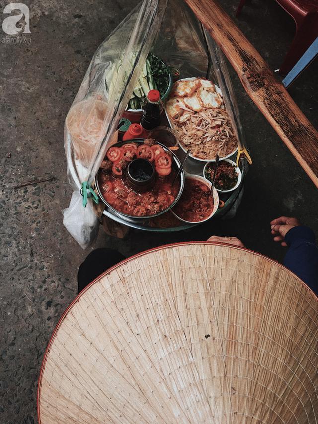 Gánh bánh mì ngon nhất Sài Gòn, 30 năm tuổi vẫn làm bao người say đắm: Không địa chỉ cố định, ngày bán 300 ổ, mỗi ổ chỉ 12 ngàn - Ảnh 3.