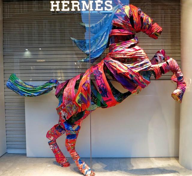 Sự hấp dẫn đến từ những khung cửa sổ của Hermès: Câu chuyện về tính sáng tạo nghệ thuật cao, được đầu tư chỉn chu của một thương hiệu đẳng cấp  - Ảnh 3.