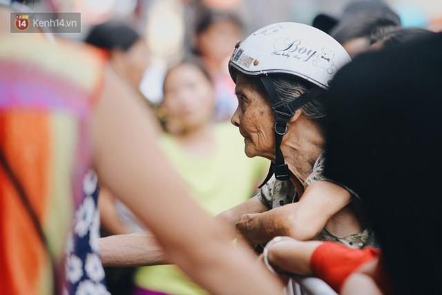 Tình người sau đám cháy Đê La Thành: Đúng là trong hoạn nạn mới biết có nhiều người tốt thế - Ảnh 27.