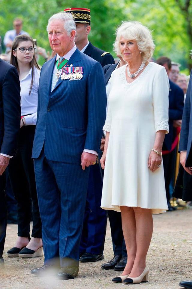 Không phải là bà nội, Hoàng tử George và Công chúa Charlotte gọi bà Camilla bằng cái tên kỳ lạ, không có lời giải thích - Ảnh 1.