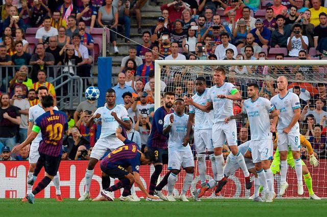 Messi có thể vượt qua Ronaldo để giành Quả bóng vàng FIFA 2018 - Ảnh 2.