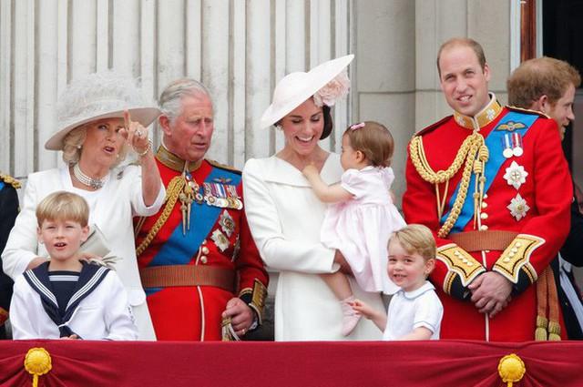 Không phải là bà nội, Hoàng tử George và Công chúa Charlotte gọi bà Camilla bằng cái tên kỳ lạ, không có lời giải thích - Ảnh 3.