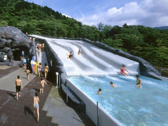 Trải nghiệm du lịch mới lạ: Bạn có thể tắm trong rượu vang hoặc trà xanh tại công viên giải trí suối nước nóng này ở Nhật Bản - Ảnh 4.