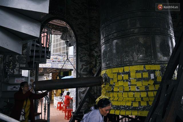 Chuyện về những người đi nhặt ve chai để xây nên ngôi chùa khảm miếng lớn nhất Đà Lạt - Ảnh 12.