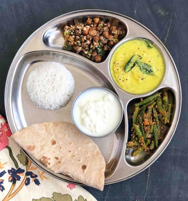Ở Ấn có loại bánh truyền thống rất lạ, cứ gặp lửa là phồng lên như bong bóng - Ảnh 6.