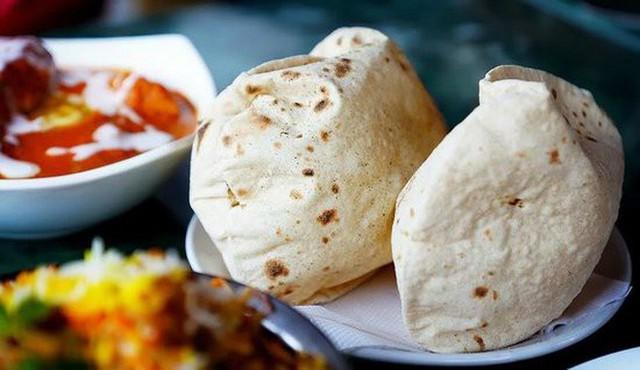 Ở Ấn có loại bánh truyền thống rất lạ, cứ gặp lửa là phồng lên như bong bóng - Ảnh 8.