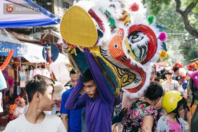 Ảnh: Một ngày trước rằm tháng 8, người dân đổ xô lên phố Hàng Mã vui chơi Trung thu - Ảnh 8.
