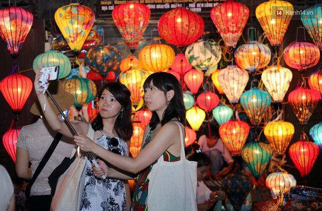 Nghề làm đèn lồng truyền thống ở phố cổ Hội An tất bật những ngày cận Trung thu - Ảnh 14.