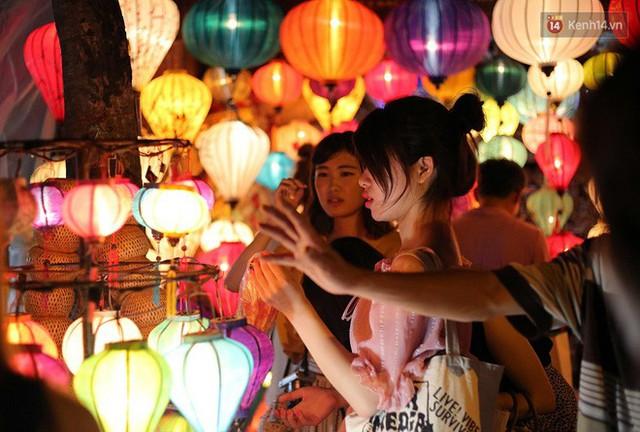 Nghề làm đèn lồng truyền thống ở phố cổ Hội An tất bật những ngày cận Trung thu - Ảnh 19.
