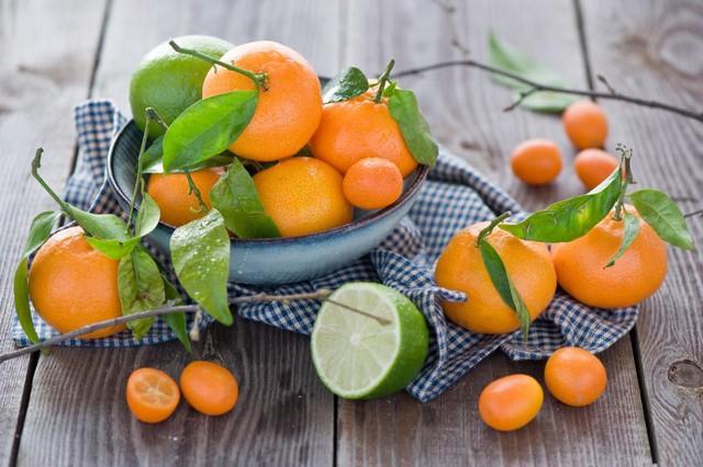 Ăn cam quýt mà vứt vỏ, bạn đã ném đi loại thuốc quý chống ung thư và kháng khuẩn mạnh - Ảnh 1.