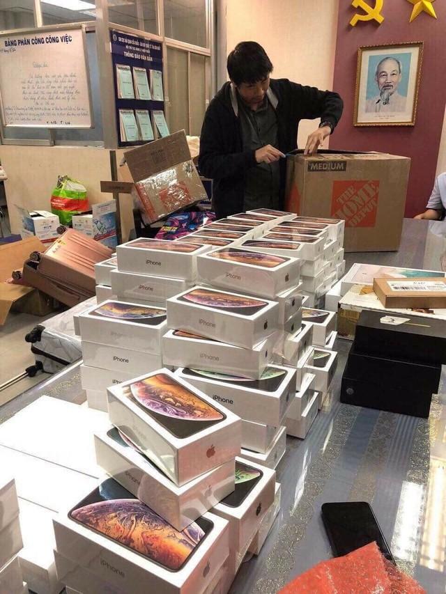 Hải quan Tân Sơn Nhất bắt giữ lô hàng hơn 250 iPhone, trị giá gần 7 tỷ đồng - Ảnh 2.