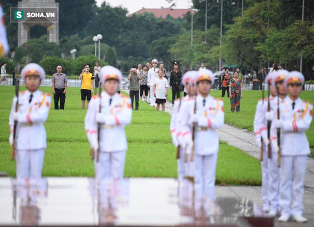 [TRỰC TIẾP] Khắp nơi treo cờ rủ Quốc tang Chủ tịch nước Trần Đại Quang - Ảnh 2.