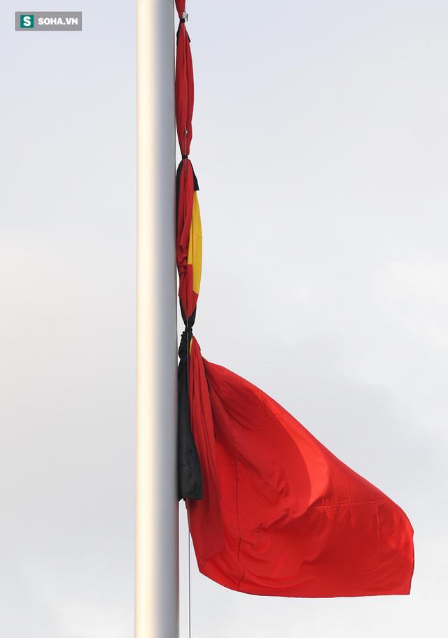 [TRỰC TIẾP] Khắp nơi treo cờ rủ Quốc tang Chủ tịch nước Trần Đại Quang - Ảnh 14.