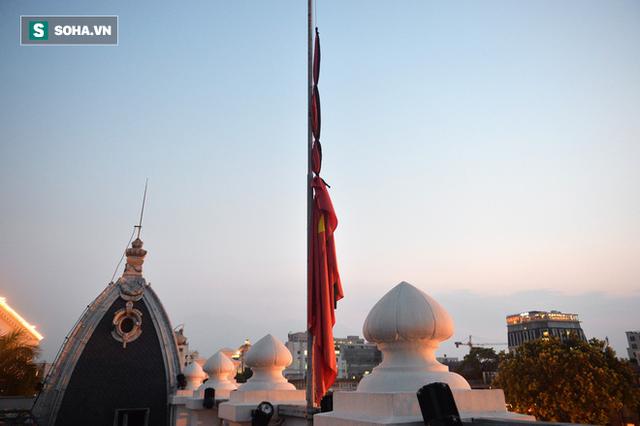 [TRỰC TIẾP] Khắp nơi treo cờ rủ Quốc tang Chủ tịch nước Trần Đại Quang - Ảnh 15.