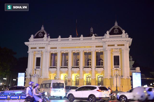 [TRỰC TIẾP] Khắp nơi treo cờ rủ Quốc tang Chủ tịch nước Trần Đại Quang - Ảnh 16.