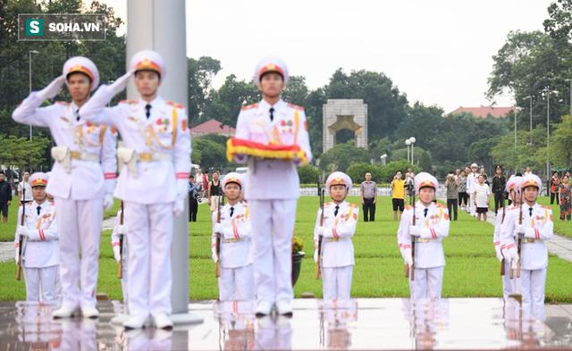 [TRỰC TIẾP] Khắp nơi treo cờ rủ Quốc tang Chủ tịch nước Trần Đại Quang - Ảnh 3.