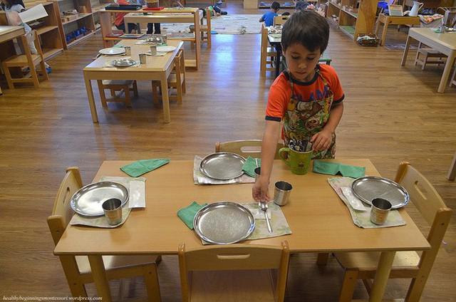 Theo phương pháp Montessori thì đây là 10 việc nên để con tự làm  - Ảnh 3.