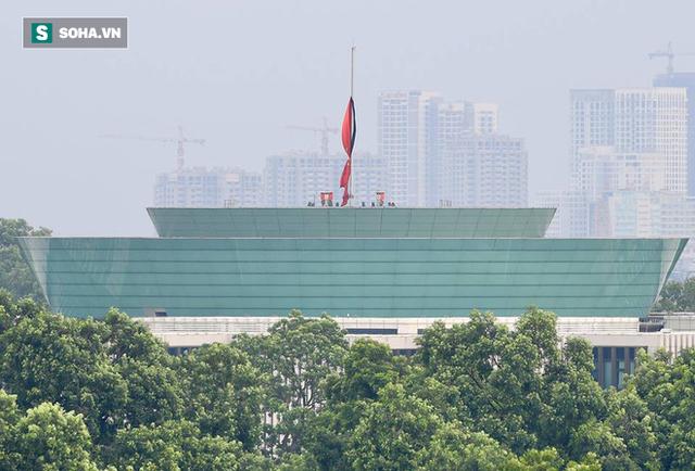 [TRỰC TIẾP] Khắp nơi treo cờ rủ Quốc tang Chủ tịch nước Trần Đại Quang - Ảnh 25.