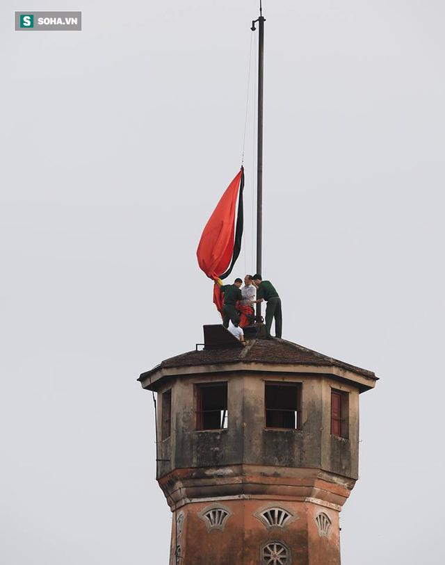 [TRỰC TIẾP] Khắp nơi treo cờ rủ Quốc tang Chủ tịch nước Trần Đại Quang - Ảnh 26.