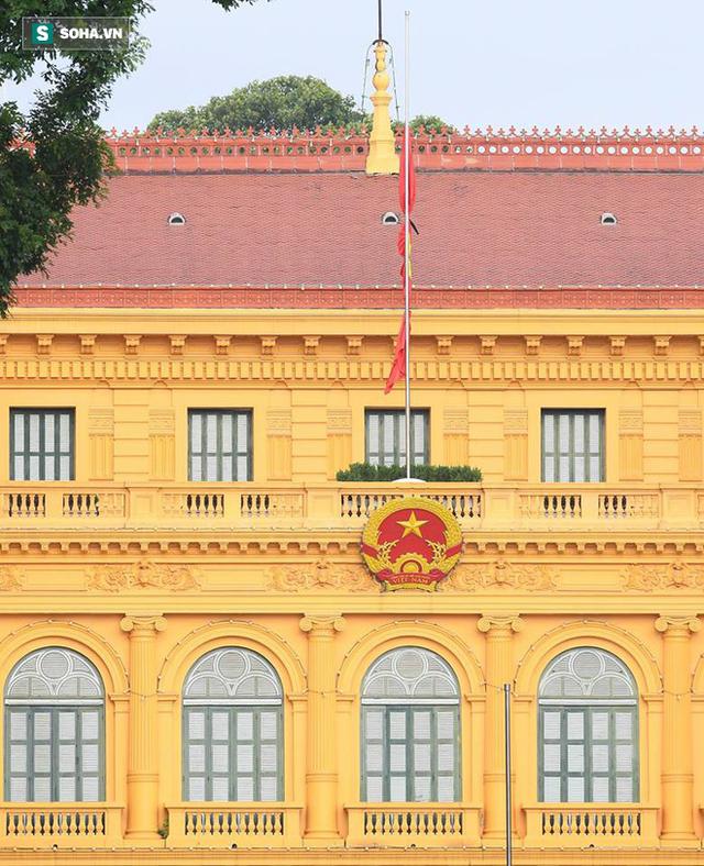 [TRỰC TIẾP] Khắp nơi treo cờ rủ Quốc tang Chủ tịch nước Trần Đại Quang - Ảnh 28.