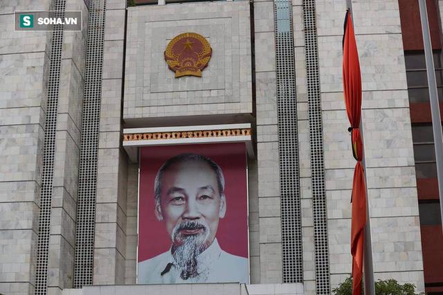 [TRỰC TIẾP] Khắp nơi treo cờ rủ Quốc tang Chủ tịch nước Trần Đại Quang - Ảnh 29.