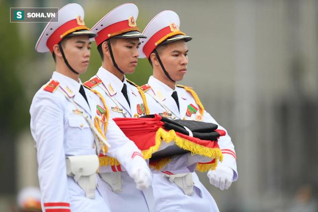 [TRỰC TIẾP] Khắp nơi treo cờ rủ Quốc tang Chủ tịch nước Trần Đại Quang - Ảnh 4.
