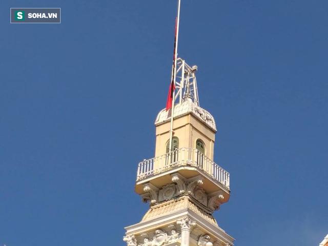 [TRỰC TIẾP] Khắp nơi treo cờ rủ Quốc tang Chủ tịch nước Trần Đại Quang - Ảnh 33.