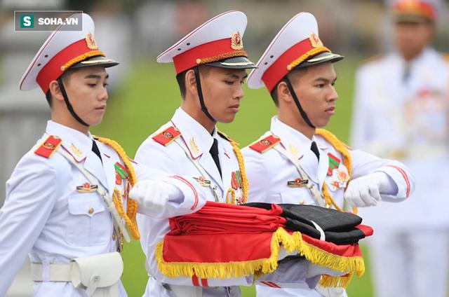 [TRỰC TIẾP] Khắp nơi treo cờ rủ Quốc tang Chủ tịch nước Trần Đại Quang - Ảnh 5.