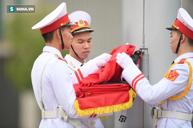 [TRỰC TIẾP] Khắp nơi treo cờ rủ Quốc tang Chủ tịch nước Trần Đại Quang - Ảnh 6.