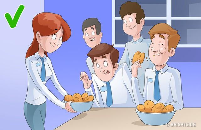 7 sai lầm phổ biến nơi công sở, nhiều người tưởng là khôn ngoan nhưng lại khiến chính bản thân bị cô lập - Ảnh 1.