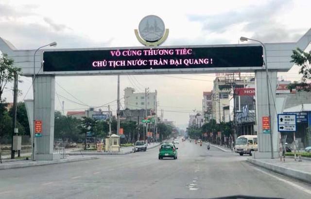 Xe tang đưa linh cữu Chủ tịch nước Trần Đại Quang về quê hương Ninh Bình - Ảnh 1.