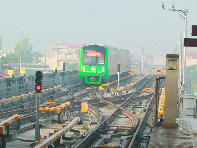 Giá vé metro Cát Linh sẽ cao hơn xe buýt - Ảnh 1.