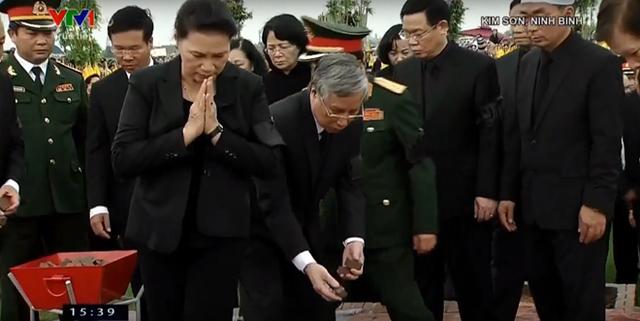 Chủ tịch nước Trần Đại Quang trở về đất mẹ - Ảnh 13.
