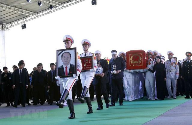 Chủ tịch nước Trần Đại Quang trở về đất mẹ - Ảnh 27.