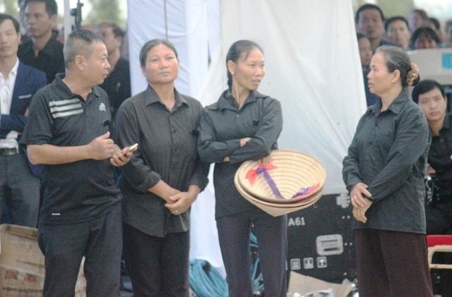 Người dân quê nhà rơi lệ xem Lễ truy điệu Chủ tịch nước Trần Đại Quang - Ảnh 12.