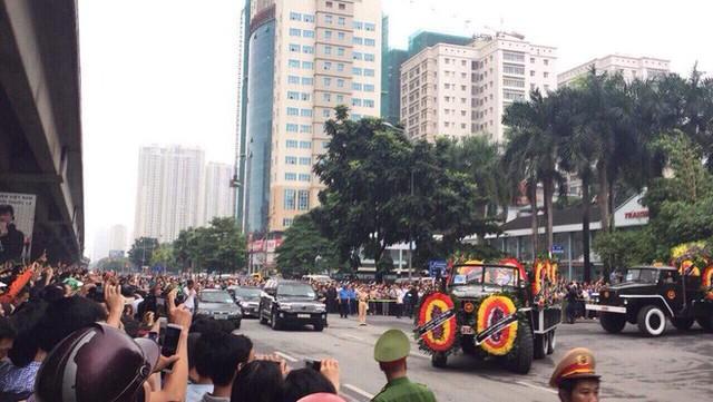 Xe tang đưa linh cữu Chủ tịch nước Trần Đại Quang về quê hương Ninh Bình - Ảnh 13.