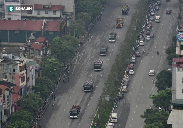 Xe tang đưa linh cữu Chủ tịch nước Trần Đại Quang về quê hương Ninh Bình - Ảnh 16.