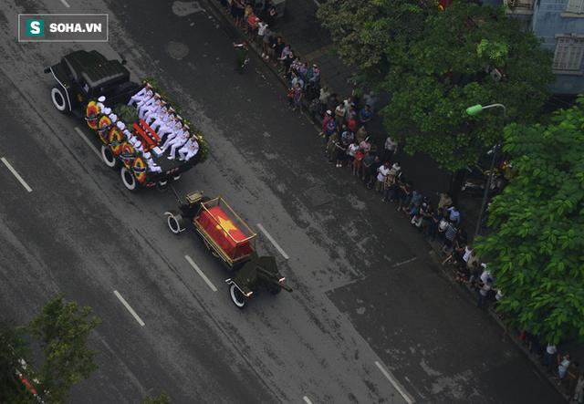 Xe tang đưa linh cữu Chủ tịch nước Trần Đại Quang về quê hương Ninh Bình - Ảnh 17.