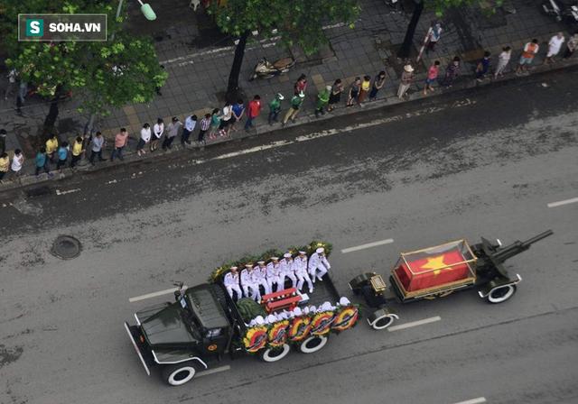 Xe tang đưa linh cữu Chủ tịch nước Trần Đại Quang về quê hương Ninh Bình - Ảnh 18.