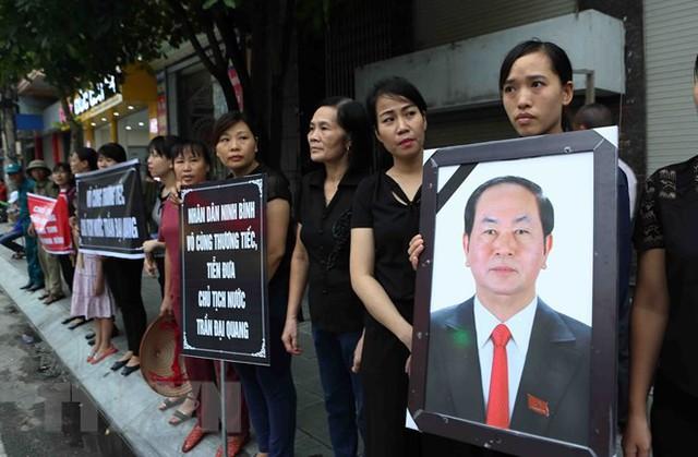 Chủ tịch nước Trần Đại Quang trở về đất mẹ - Ảnh 35.